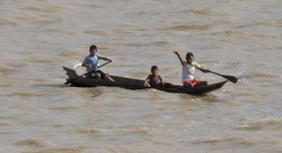 b2ap3_thumbnail_Indigenous-children-in-canoe.jpg