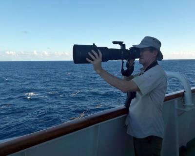 b2ap3_thumbnail_Jeff-Photographing-Boobies-Caribbean-Sea-020219-JJC-800.jpg